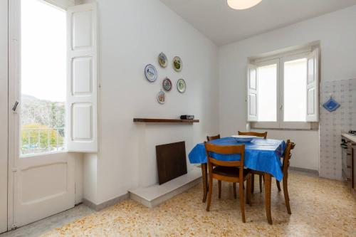 . Apartment with 3 bedrooms in Ceraso with wonderful mountain view enclosed garden and WiFi 12 km from the beach
