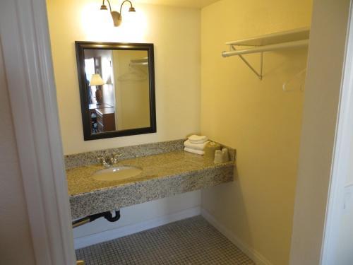 La Puente Inn Motel - La Puente, CA 91744