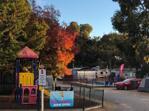. Acacia Caravan Park & Holiday Units