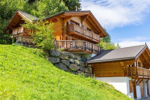 Grand Swiss Chalet Cou Cou for 10 next to skilift! - La Tzoumaz