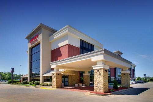 . Drury Inn & Suites Greensboro