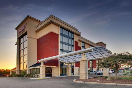 . Drury Inn & Suites Evansville East