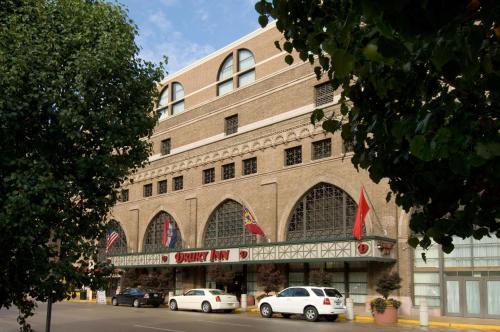 . Drury Inn & Suites St. Louis Convention Center