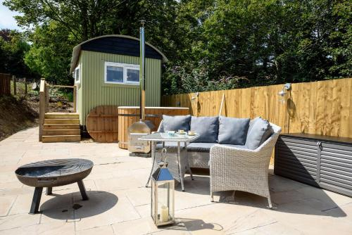 Penners Retreat, Luxury Coastal Shepherds Hut. 5 Minute Walk To Pubs And Village, Polperro, Cornwall