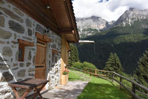 The small Maso Raris Alpine Chalet & Dolomites Retreat - San Martino di Castrozza