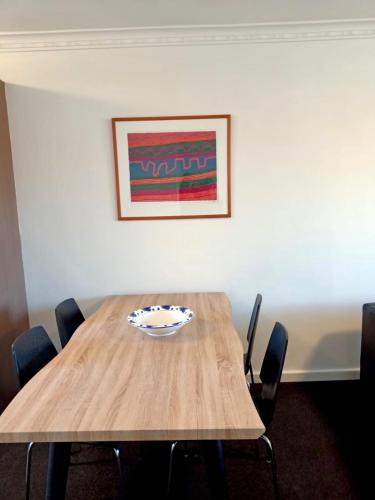 Superb 2 BR Apartment Minutes to CBD- Cen7