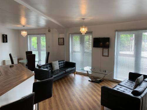 . Caledonian Apartment