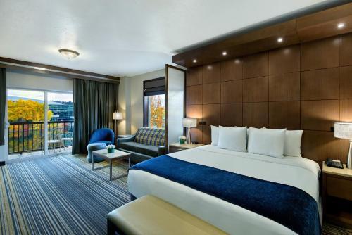 . Oxford Suites Spokane Downtown