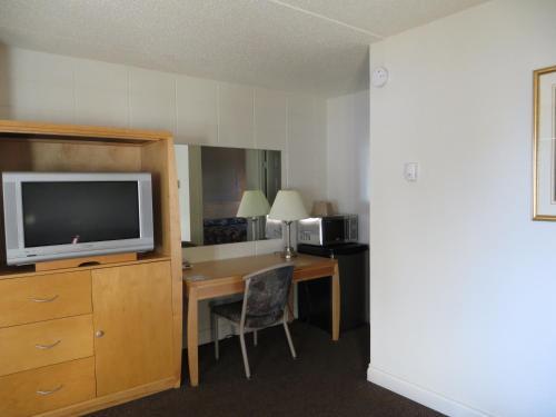 Eastglen Inn - Edmonton, AB T5B 4P3