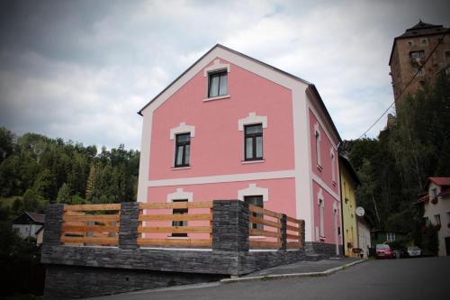 Apartmány v podhradí - Accommodation - Bečov nad Teplou