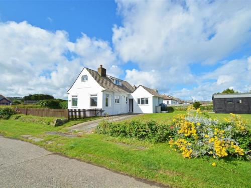 Cosy Holiday Home In Widemouth Bay With A Large Garden, Widemouth Bay, Cornwall