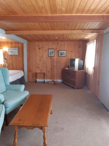 Algonquin Lakeside Inn - Photo 3 of 145