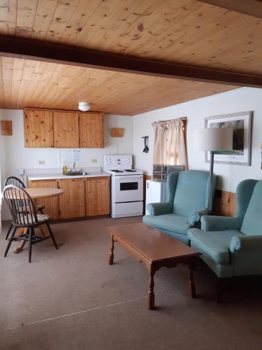 Algonquin Lakeside Inn - Photo 4 of 145