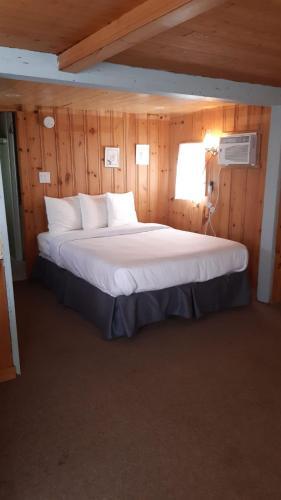Algonquin Lakeside Inn - Photo 5 of 145