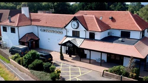 . Crowwood Hotel and Alba Restaurant
