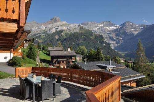 Chalet Edelweiss Breathtaking Glacier View - Hotel - Les Diablerets