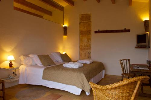 Double or Twin Room with Terrace Alcaufar Vell Hotel Rural & Restaurant 24