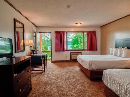 . Lake 'N Pines Motel