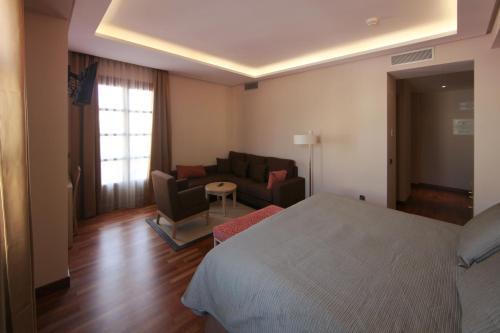 Deluxe King Room Casa Consistorial 14