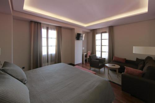 Habitación Deluxe con cama extragrande Casa Consistorial 16