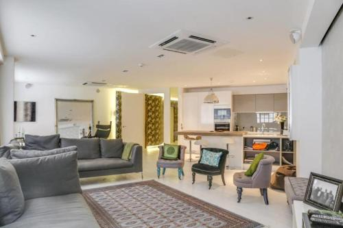 Luxury 2bed 2bath loft-style flat in Covent Gdn