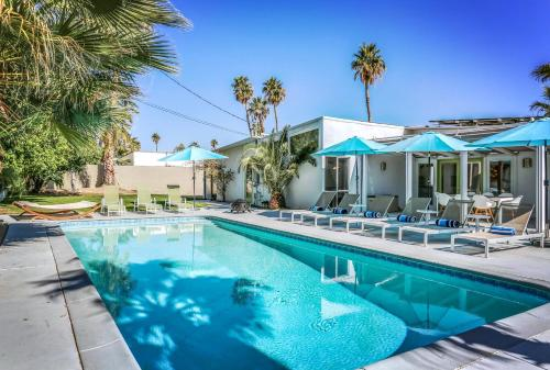 Midcentury Palm Springs Getaway Main image 2