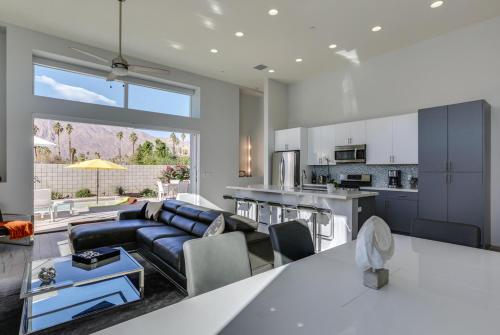 Modern Distinction in South Palm Springs Main image 2