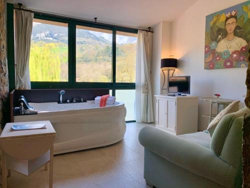 Deluxe Junior Suite Palacio Torre de Ruesga 4