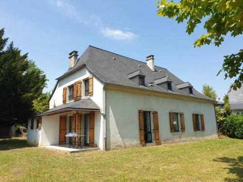La bergerie, maison spacieuse avec grand jardin, vue sur les Pyrénées - Location saisonnière - Lourdes