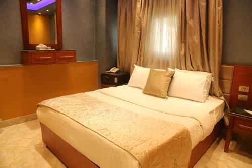 Grand Nile Royal Hotel at Nile Plaza - image 4
