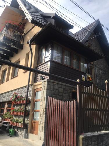 . Casa Mikha