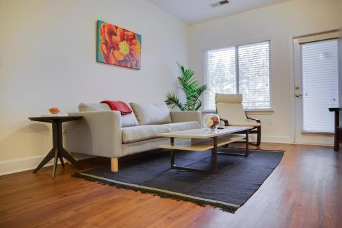 . Plaza Midwood 1 and 2 BR Apts by Frontdesk