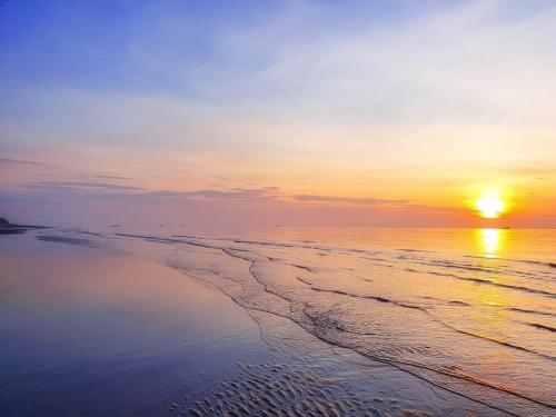 . Blue Sapphire Resort, Relax by sea Hồ bơi và bãi tắm riêng, 30m ra biển