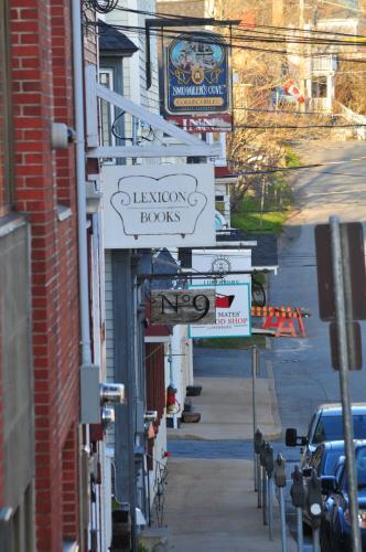 Smugglers Cove Inn - Lunenburg, NS B0J 2C0