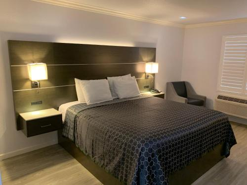 Mirage Inn & Suites - image 3