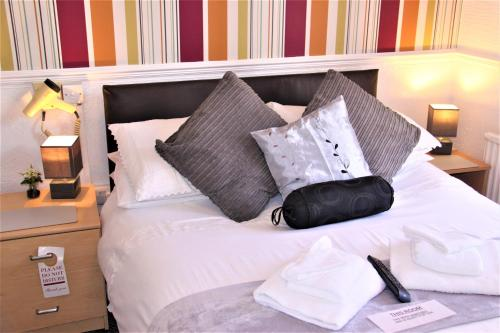 Serena Court Hotel - Photo 4 of 55