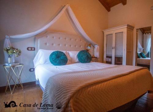 Double or Twin Room Casa de Lema 3