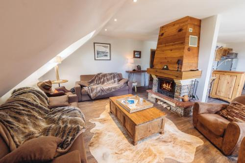Four-Bedroom Apartment with Mountain View (10 Adults)