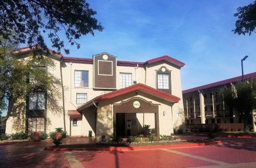 Red Roof Inn & Suites Houston- Hobby Airport