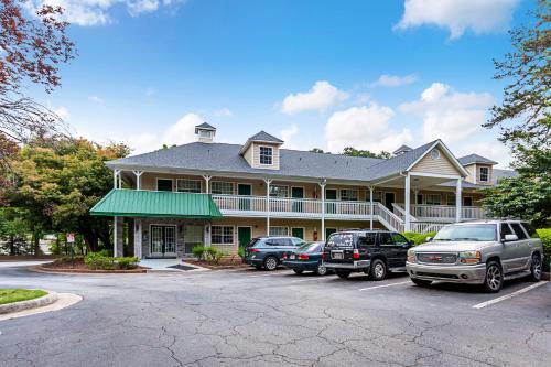 HomeTowne Studios by Red Roof Atlanta – Lawrenceville