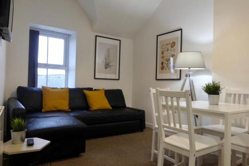 Bright and Modern 4 Person Apartment In City Centre