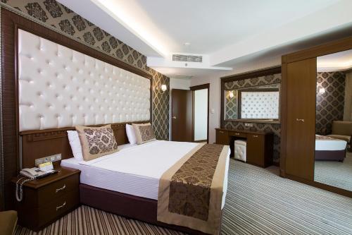 . Grand Altuntas Hotel