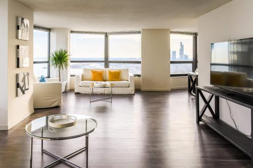 3BR Sophisticated Sky Suite With Incredible Views