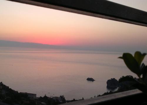Hotel b b la terrazza sul mare taormina taormina da 52 volagratis - La finestra sul mare taormina ...