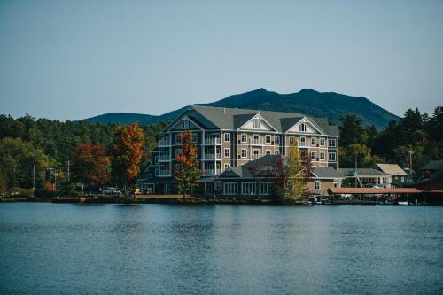Saranac Waterfront Lodge - Accommodation - Saranac Lake