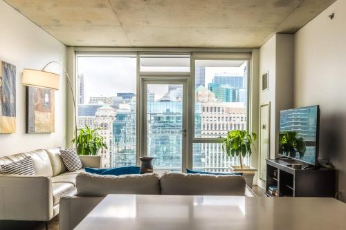 2BR/2BA Brand New Executive Luxury Suite w/ Rooftop Pool Gym and Balcony by ENVITAE