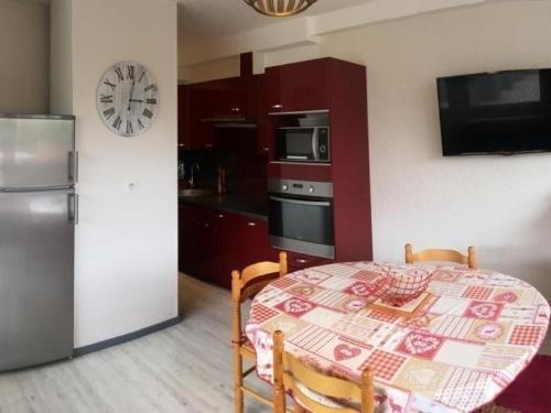 Appartement Besse-et-Saint-Anastaise-Super Besse 1 pièce 6 personnes - FR-1-395-26