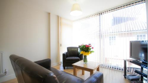 Crompton House Apartments photo 5