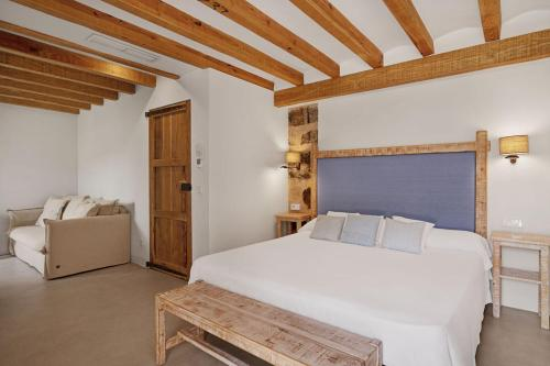 . Hotel Es Port