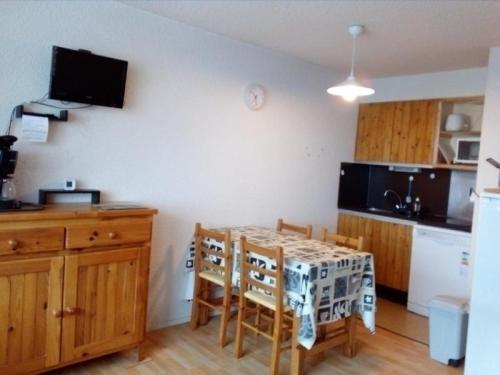 Appartement Besse-et-Saint-Anastaise-Super Besse 1 pièce 4 personnes - FR-1-395-19